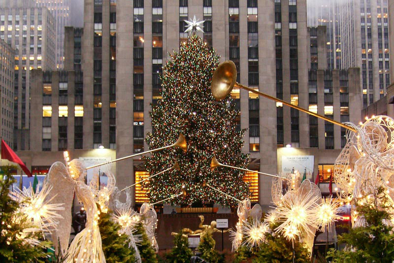 enjoy limousine service in nyc for the rockefeller christmas tree lighting